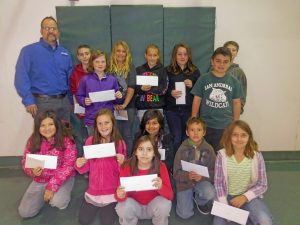 Hugh-presents-Pizza-coupons-to-winners-at-Assembly